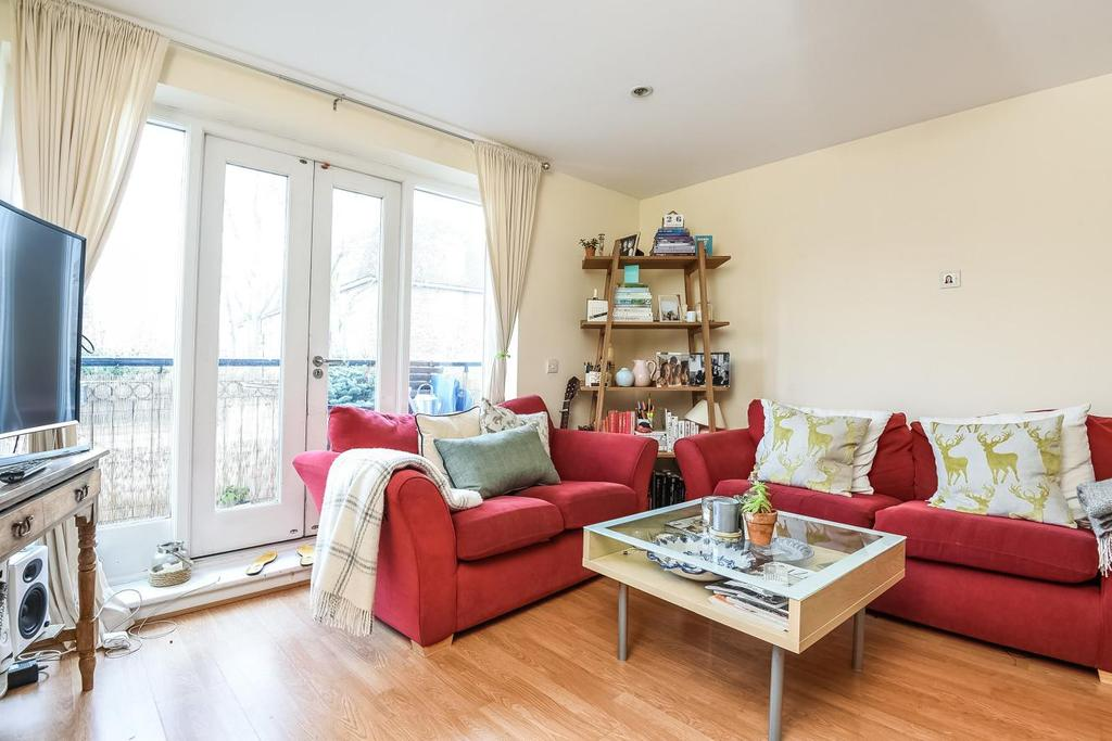 2 Bedrooms Flat for sale in Larkhall Lane, Clapham, SW4
