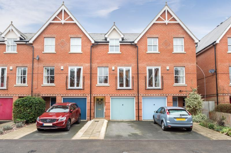 3 Bedrooms Terraced House for sale in Lamarsh Road, Oxford