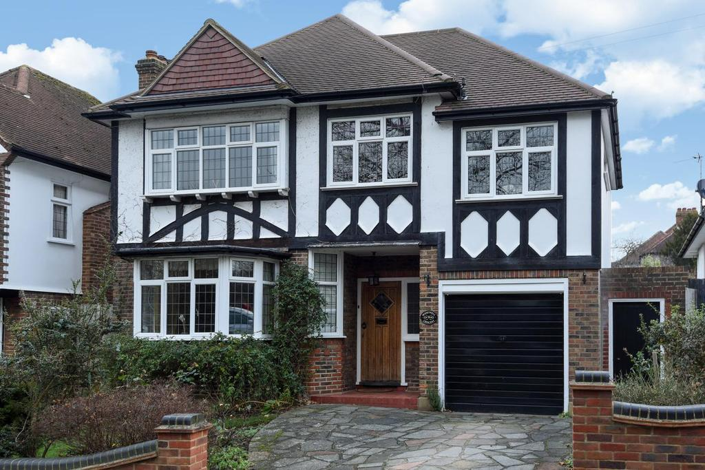 4 Bedrooms Detached House for sale in Husseywell Crescent, Hayes, BR2