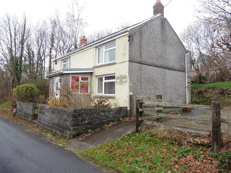 3 Bedrooms Detached House for sale in Heol Ddu , Ammanford, Carmarthenshire.