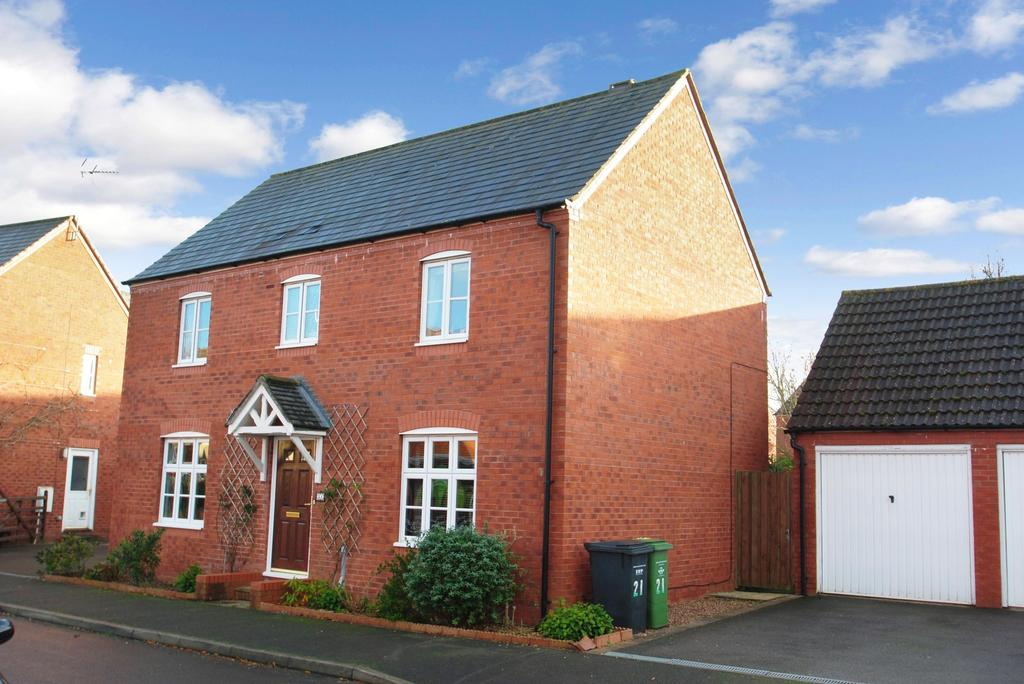 4 Bedrooms Detached House for sale in Burge Meadow, Cotford St. Luke