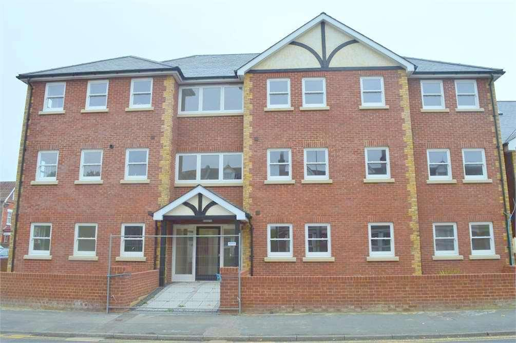1 Bedroom Flat for sale in Old Road West,Gravesend,Kent