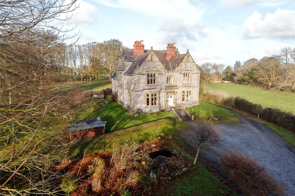 6 Bedrooms Detached House for sale in Village Road, Rhosesmor, Mold
