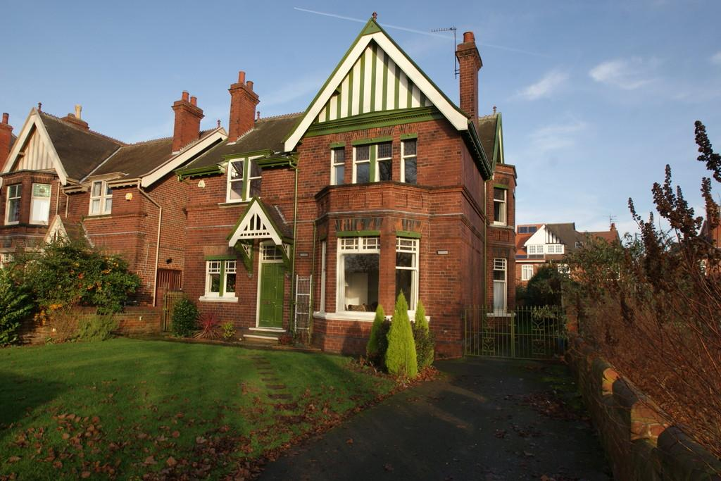 4 Bedrooms Detached House for sale in 7 Town Moor Avenue, Town Moor, Doncaster, DN2 6BL