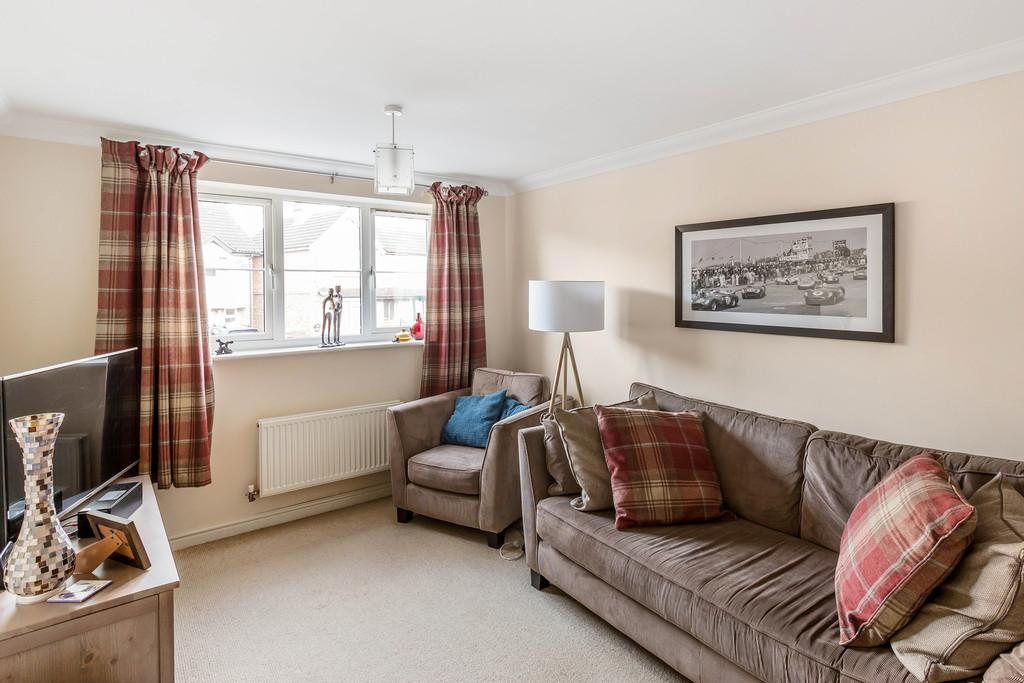 2 Bedrooms Flat for sale in Kings Road, Haslemere