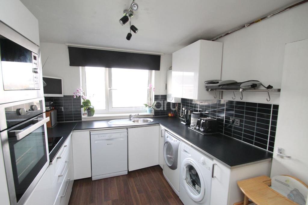 2 Bedrooms Flat for sale in Stocksfield Road