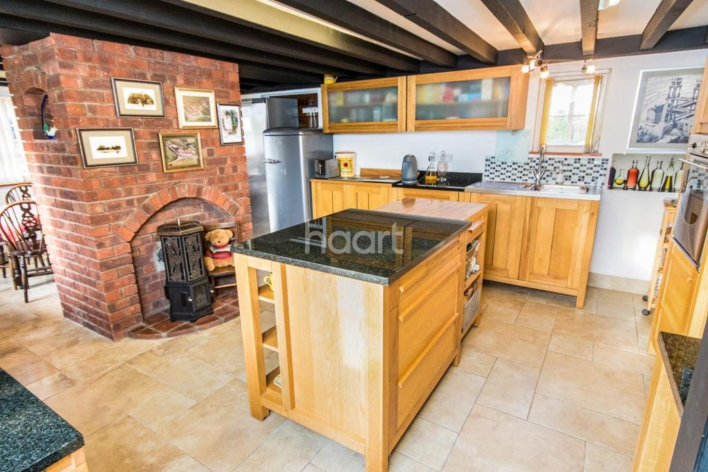4 Bedrooms Detached House for sale in Post Box Cottage, West Rasen, Lincoln, LN8