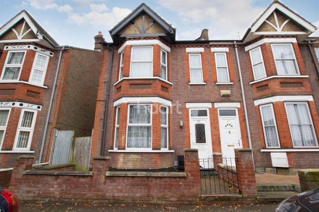 3 Bedrooms Semi Detached House for sale in In The Heart Of The Amenities