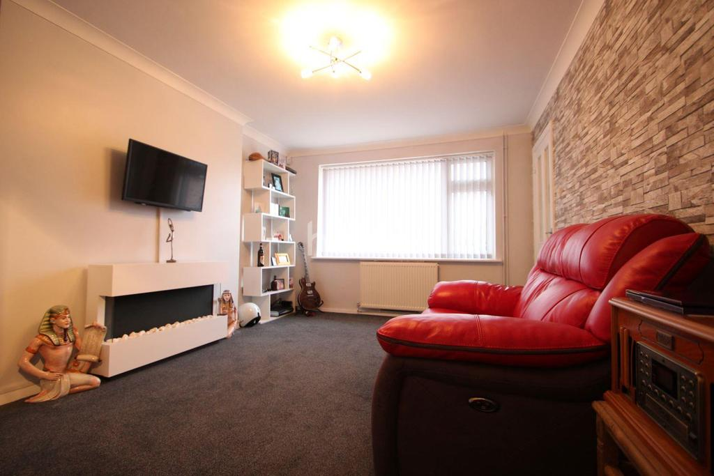 2 Bedrooms Bungalow for sale in wellbeck Close