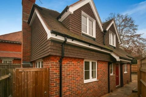 3 bedroom detached house to rent - Oxford Road, Beaconsfield