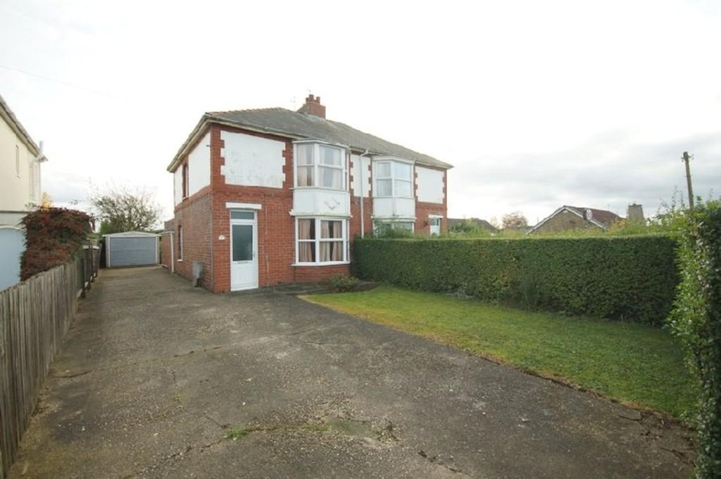 3 Bedrooms Semi Detached House for sale in Hawthorn Road, Cherry Willingham, Lincoln