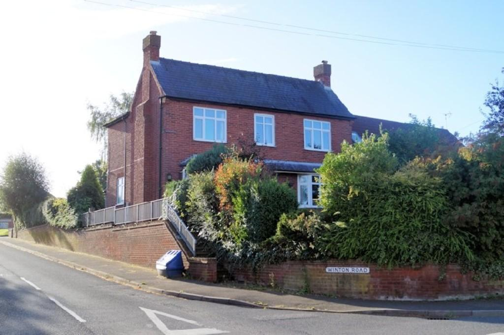 3 Bedrooms Detached House for sale in Grantham Road, Navenby, Lincoln