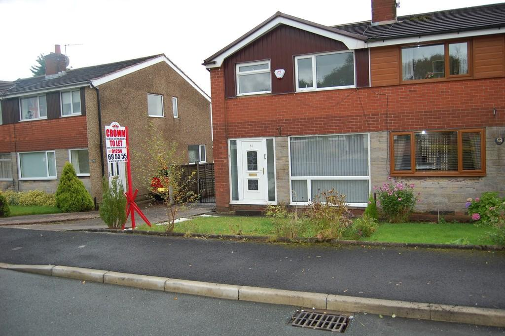 3 Bedrooms Semi Detached House for sale in Royshaw Avenue, Pleckgate, Blackburn