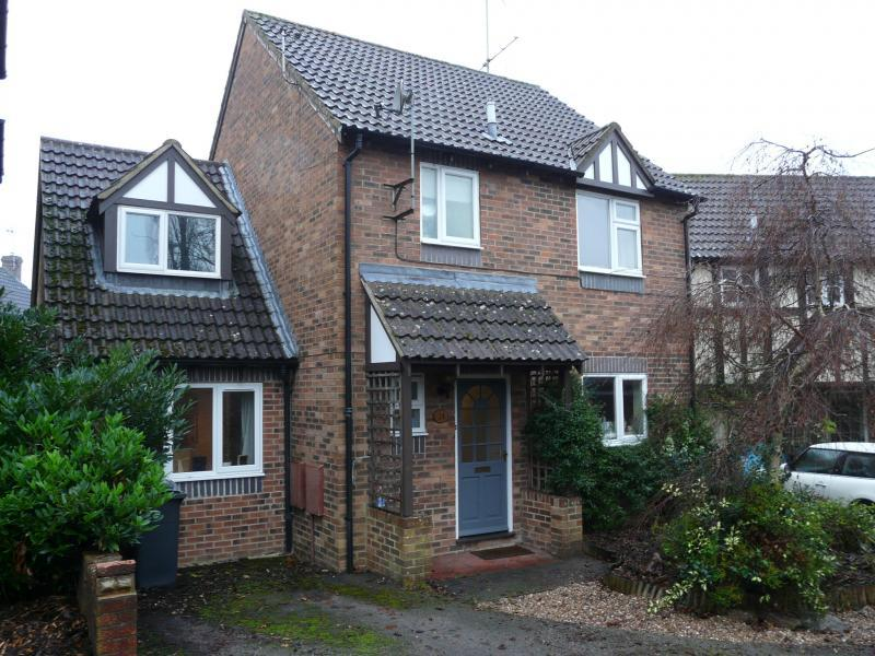 4 Bedrooms Detached House for sale in Cherry Grove, Hungerford, RG17