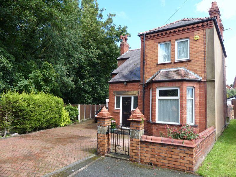 3 Bedrooms Detached House for sale in Gerald Street, Wrexham