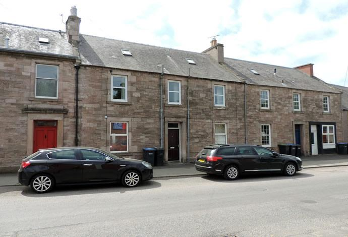 3 Bedrooms Flat for sale in 5 Station Road, Earlston, TD4 6BZ