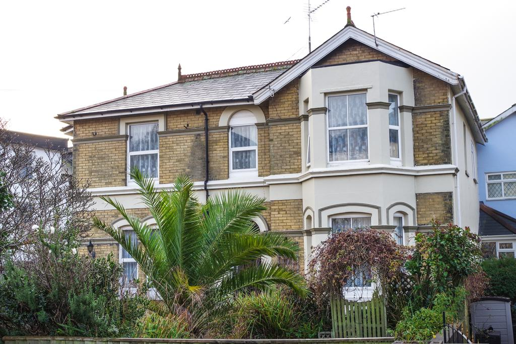 4 Bedrooms Detached House for sale in Hope Road, Shanklin PO37