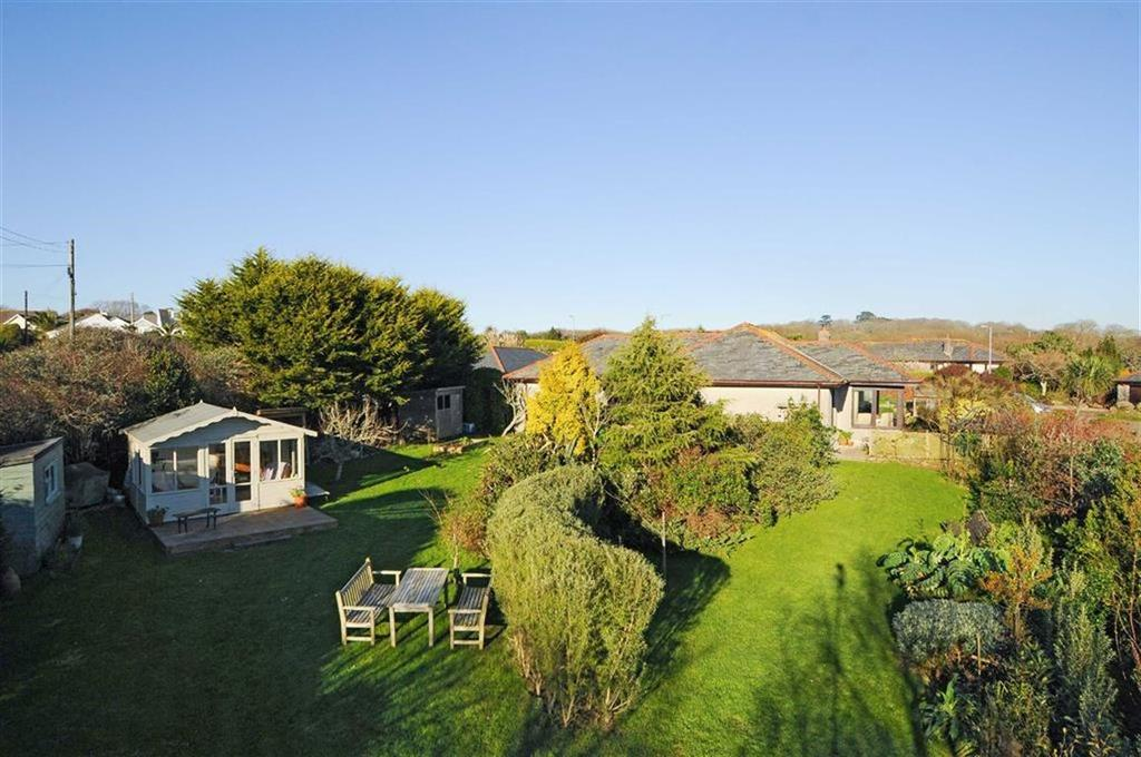 4 Bedrooms Bungalow for sale in Bounder Treath, Coverack, Helston, Cornwall, TR12