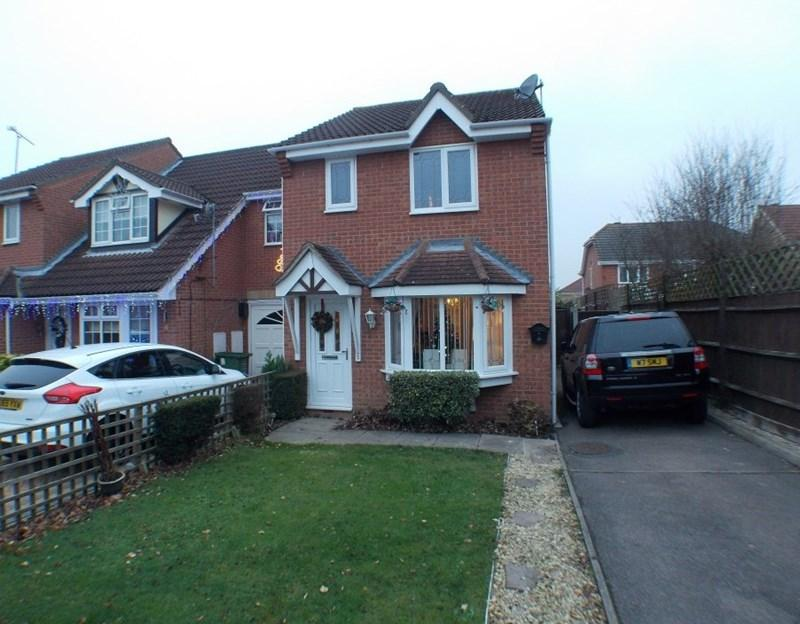 3 Bedrooms End Of Terrace House for sale in Knox Court, Wickford
