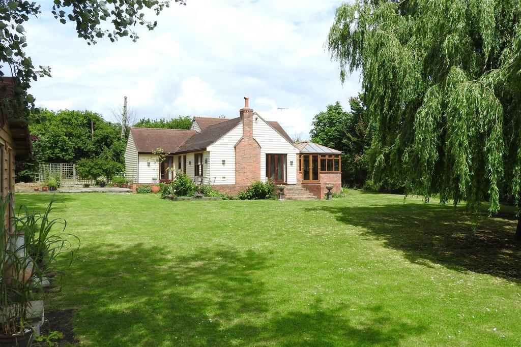 4 Bedrooms Detached House for sale in Bridgemarsh Lane, Althorne, Chelmsford