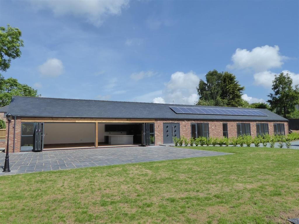 4 Bedrooms Bungalow for sale in Swallows' Retreat, Kingfield Farm, Barnoldby le Beck