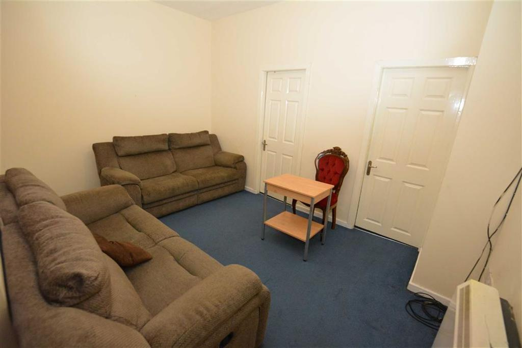 2 Bedrooms Flat for rent in Station Road, Manchester