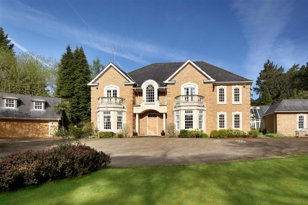 5 Bedrooms House