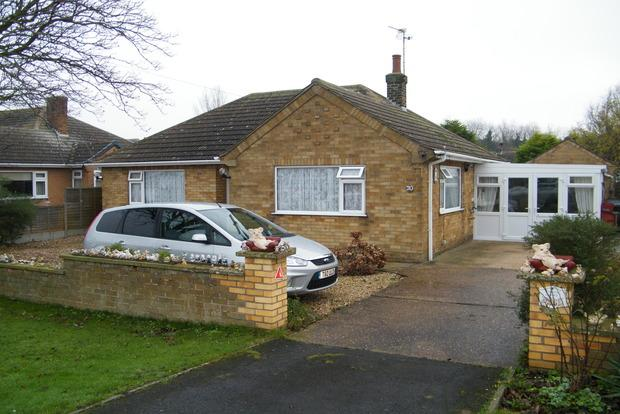 3 Bedrooms Bungalow for sale in Ancaster Avenue, Chapel St. Leonards, Skegness, PE24