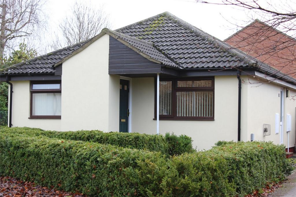 2 Bedrooms Detached Bungalow for sale in Westell Close, Baldock, Hertfordshire