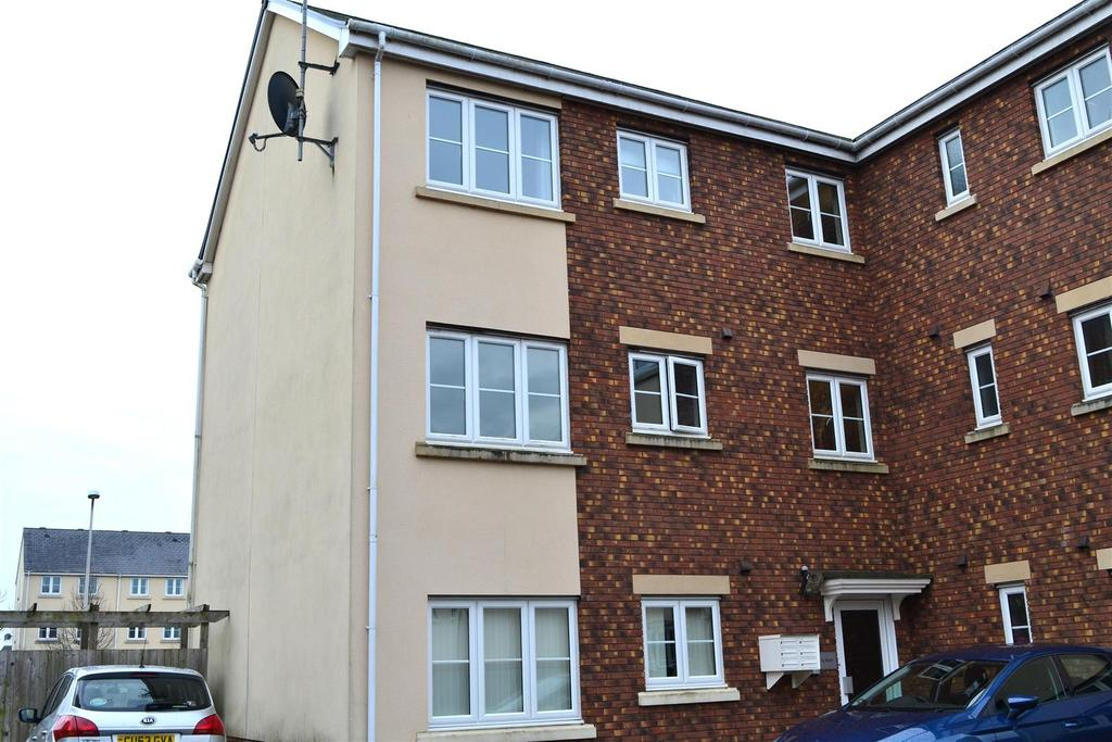 2 Bedrooms Flat for sale in Ffordd Cambria, Pontarddulais, Swansea