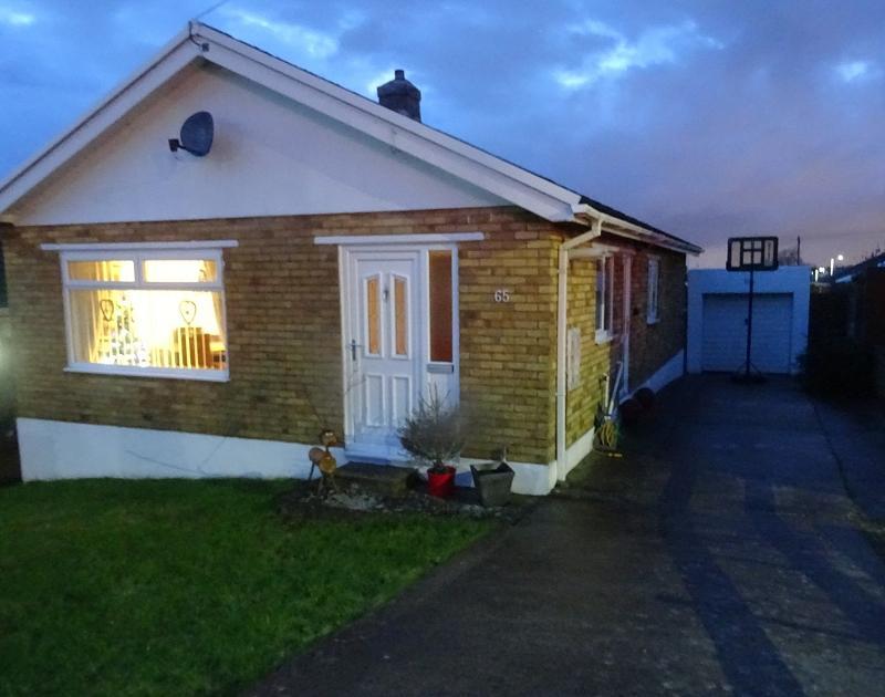 3 Bedrooms Detached Bungalow for sale in Woodlands Park, Kenfig Hill, Bridgend. CF33 6EB