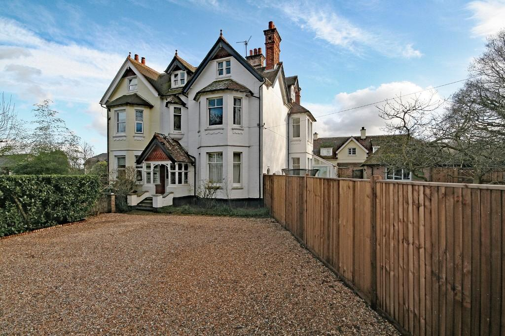7 Bedrooms Semi Detached House for sale in Nr Petworth, West Sussex