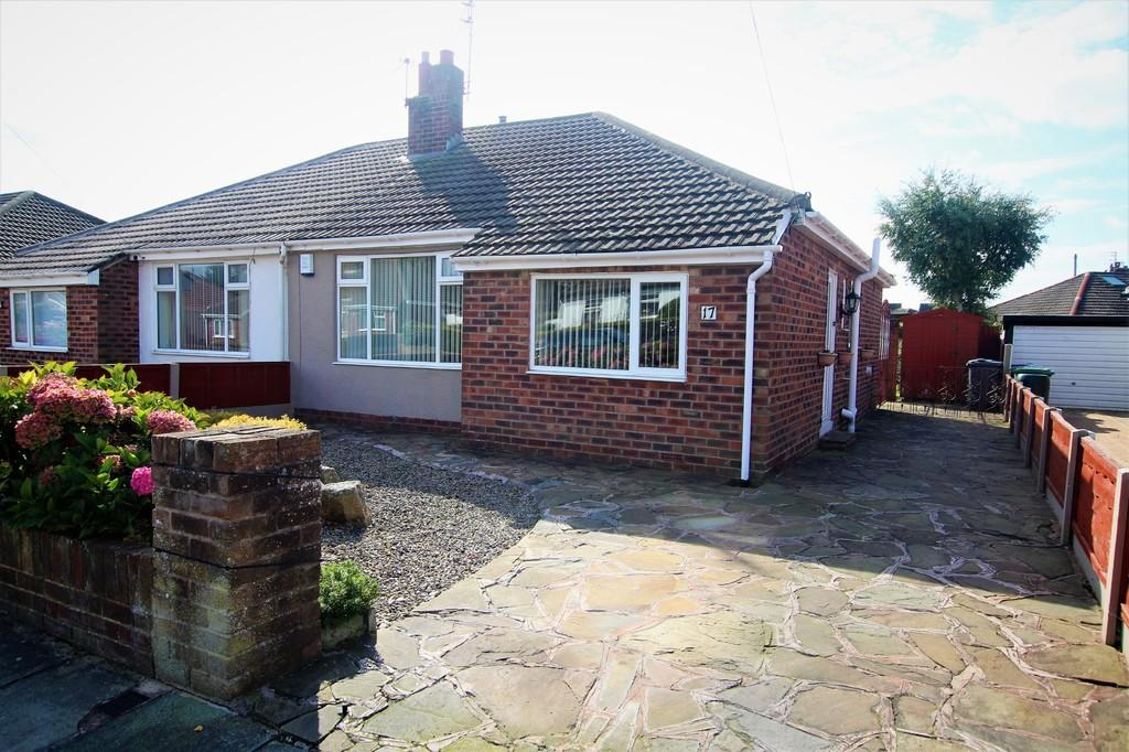 2 Bedrooms Semi Detached Bungalow for sale in Fieldhouse Avenue, Thornton Cleveleys, Lancashire, FY5 4ER