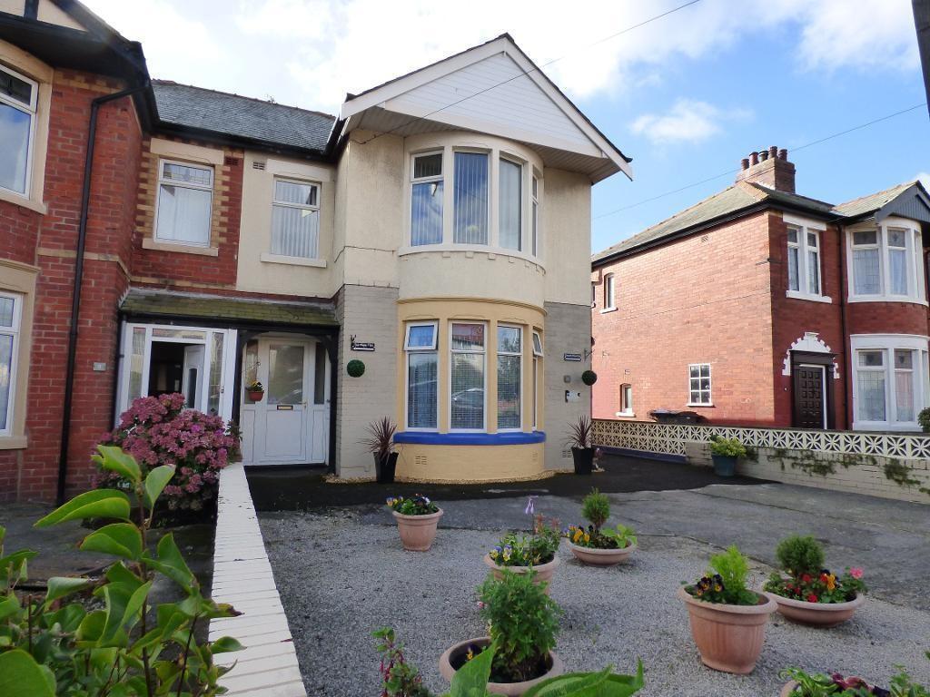 2 Bedrooms Flat for sale in Mossom Lane, Thornton - Cleveleys, Lancashire, FY5 1RL