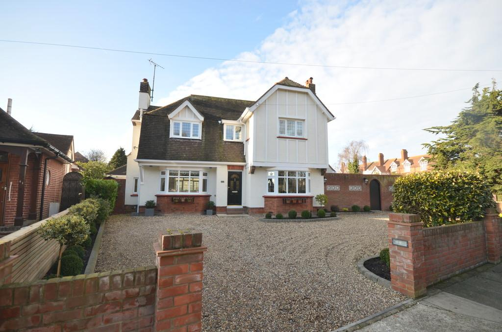 4 Bedrooms Detached House for sale in Albany Gardens West, Clacton-on-Sea