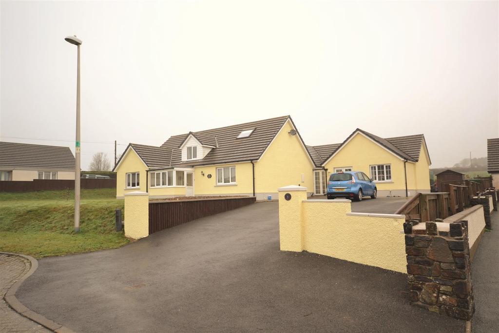 6 Bedrooms Detached Bungalow for sale in Efailwen, Clynderwen