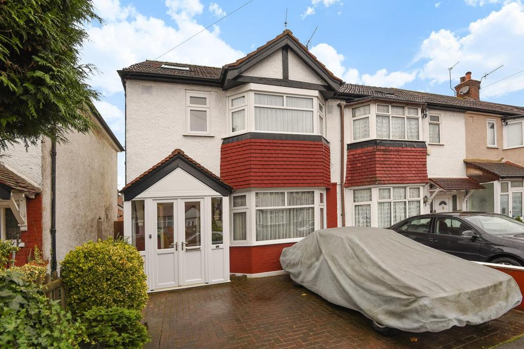 4 Bedrooms Semi Detached House for sale in Byron Avenue, New Malden, KT3
