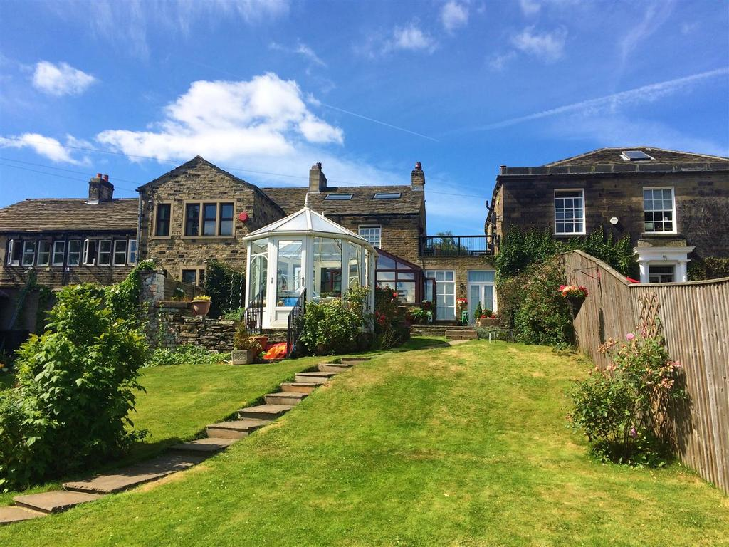 4 Bedrooms Terraced House for sale in Northgate, Almondbury, Huddersfield, HD5 8RX