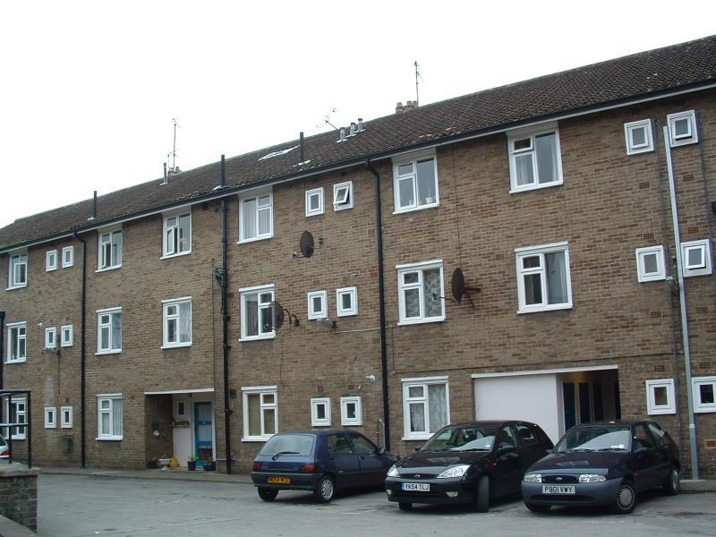 4 Bedrooms Flat Share
