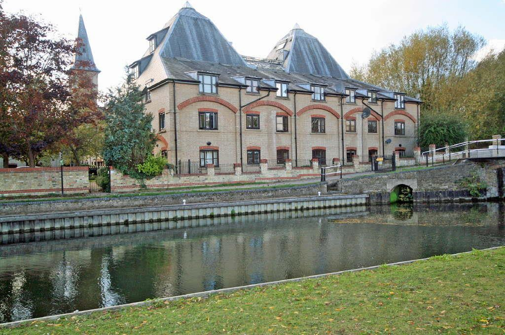 Studio Flat for sale in River Meads, Stanstead Abbotts