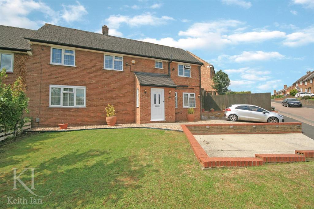 4 Bedrooms Semi Detached House for sale in Trotters Gap, Stanstead Abbotts