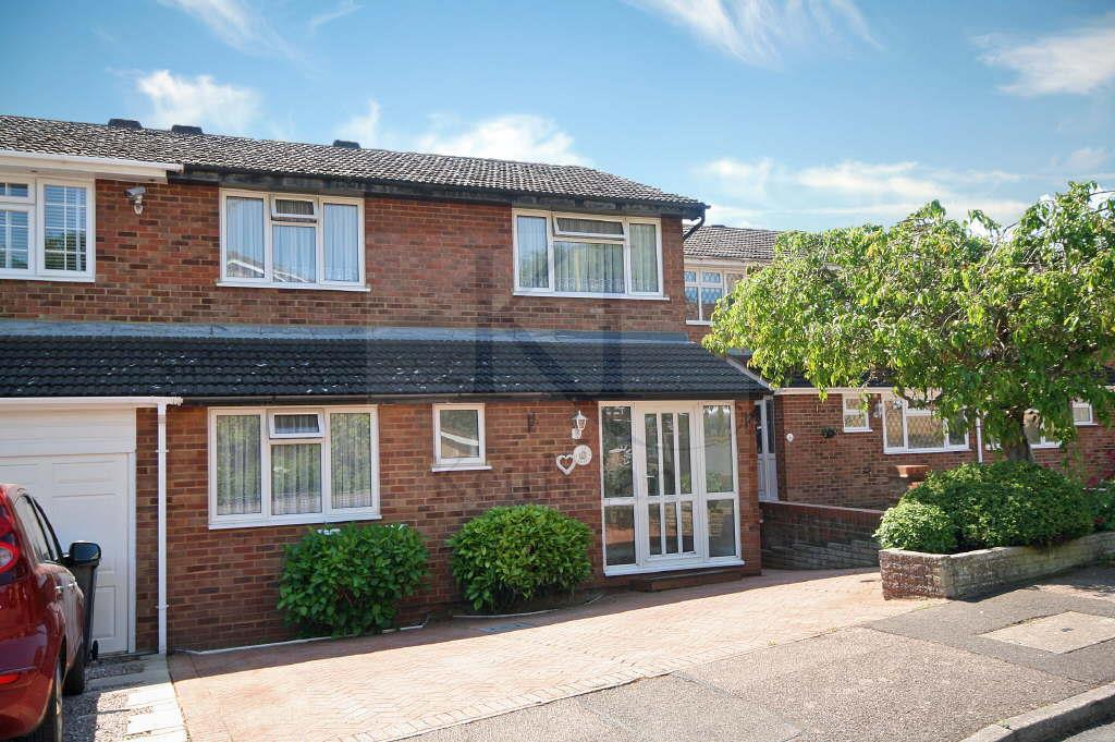 4 Bedrooms Semi Detached House for sale in Greyfriars, Ware
