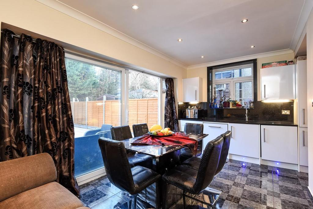 4 Bedrooms Semi Detached House for sale in Cleveley Crescent, Ealing, W5