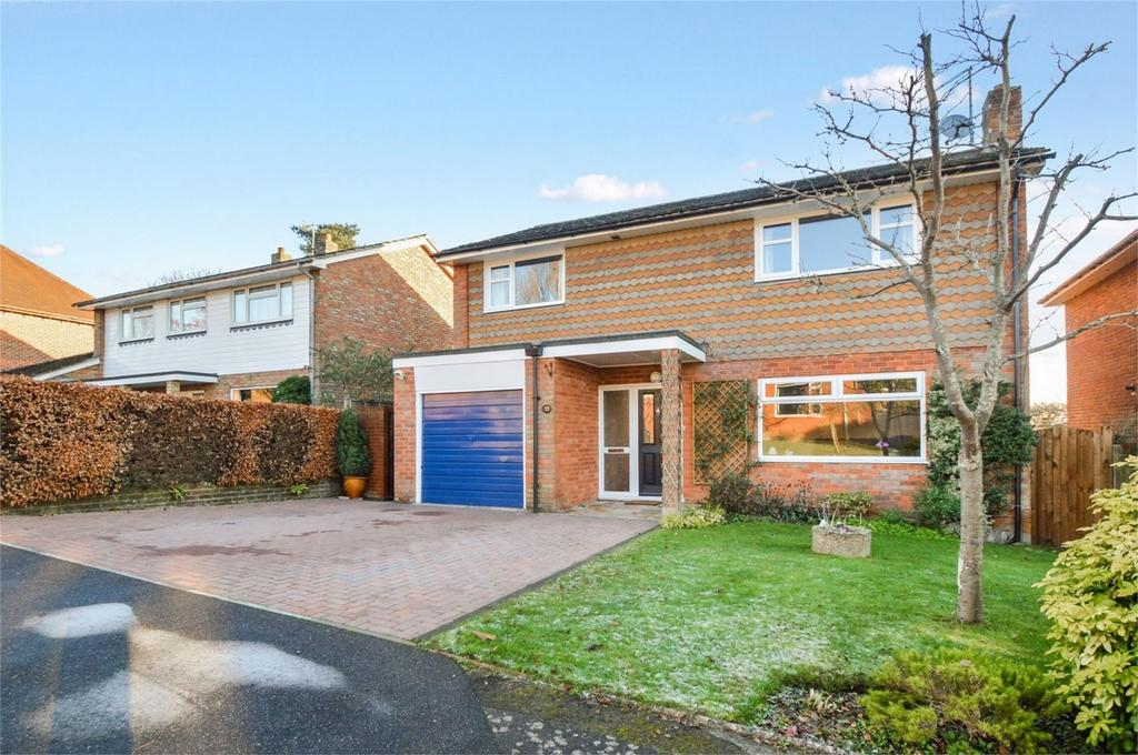 4 Bedrooms Detached House for sale in Monks Orchard, PETERSFIELD, Hampshire