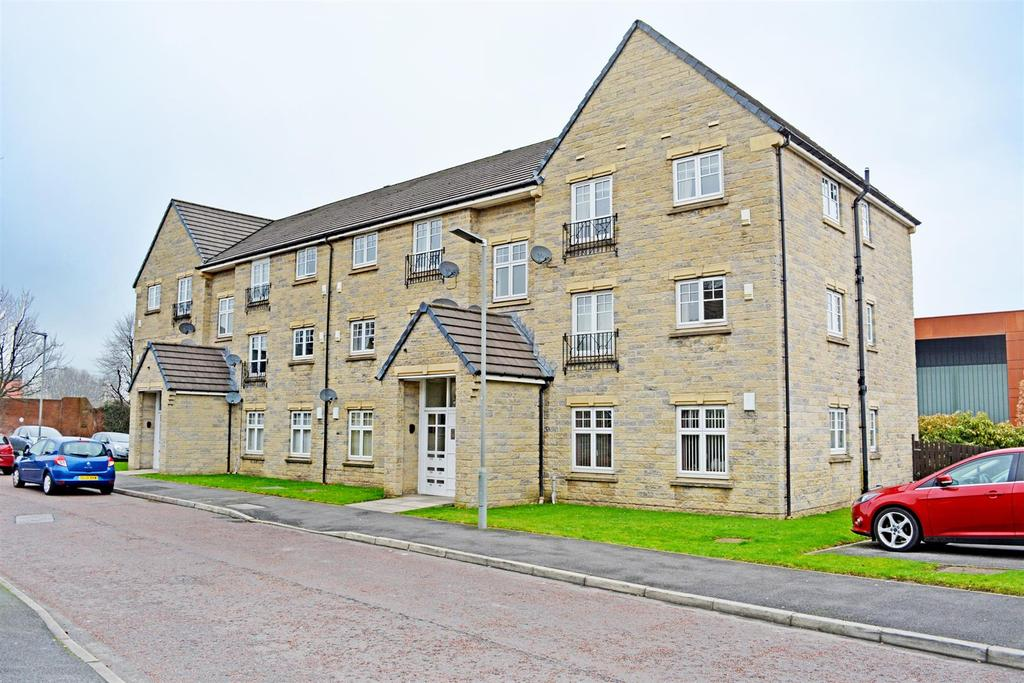 2 Bedrooms Flat for sale in Lisbon Drive, Burnley