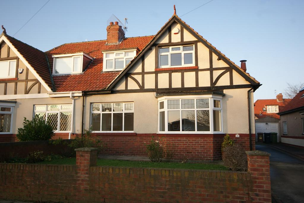 3 Bedrooms Semi Detached House for sale in Park Avenue, Seaburn