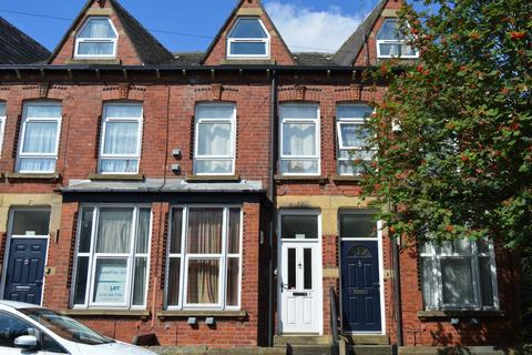 4 bedroom terraced house to rent - Blandford Grove, Off Woodhouse Lane, Leeds