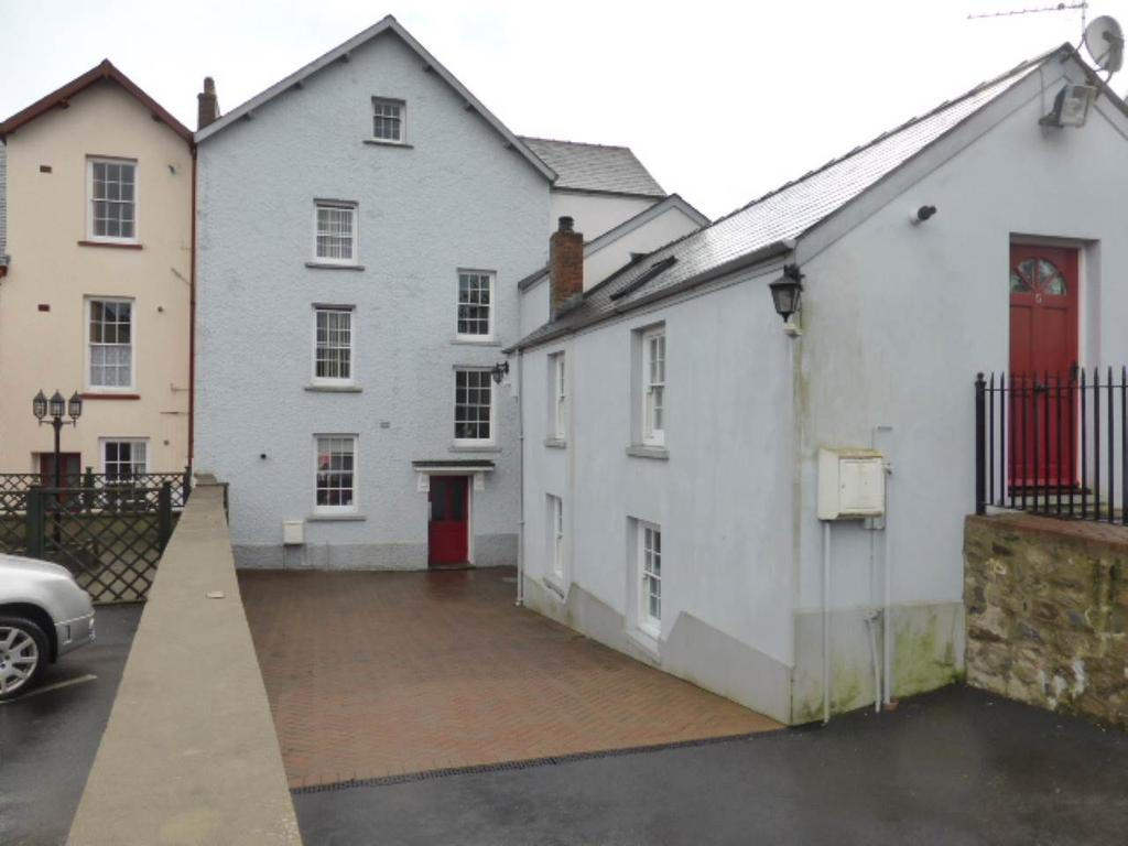 2 Bedrooms House for rent in Picton Terrace, Carmarthen, Carmarthenshire