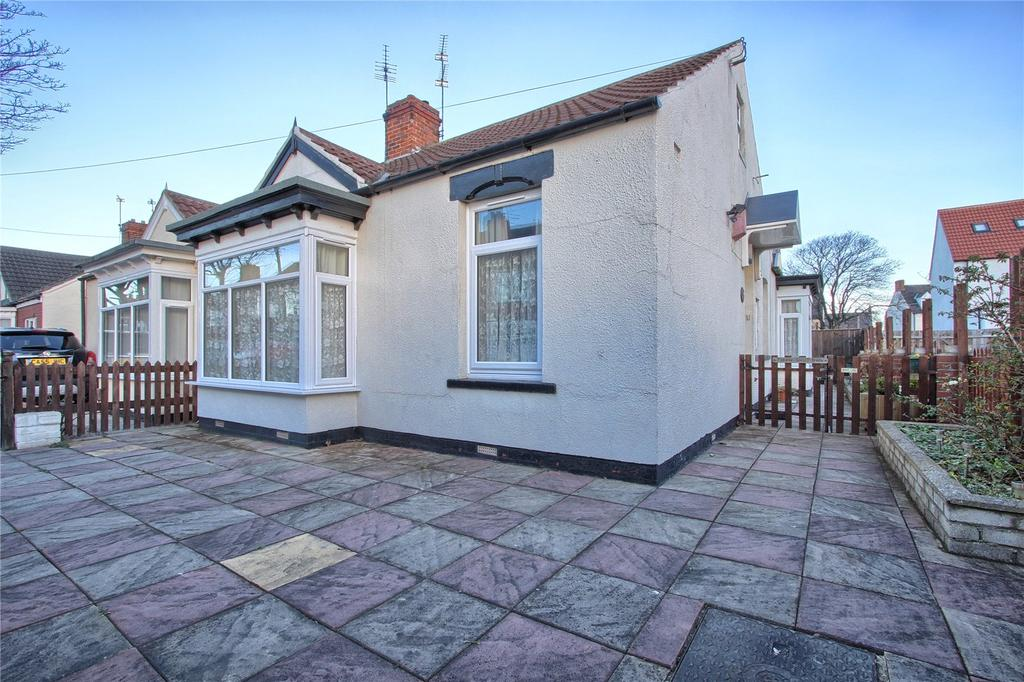 2 Bedrooms Semi Detached Bungalow for sale in Stanley Grove, Redcar