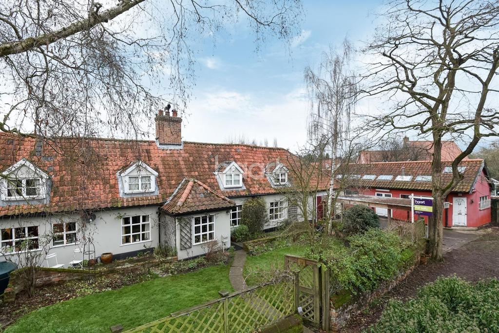 4 Bedrooms Cottage House for sale in Quidenham Road, Kenninghall